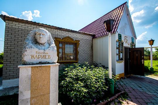Выходец из селаКульбаево-МарасаМинлебай Хайруллин, более известный общественности по своему творческому псевдониму как Габдулла Кариев является основоположником татарского театра
