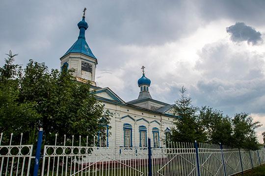 Нам показали церковь позапрошлого века вселе Биляр-Озеро