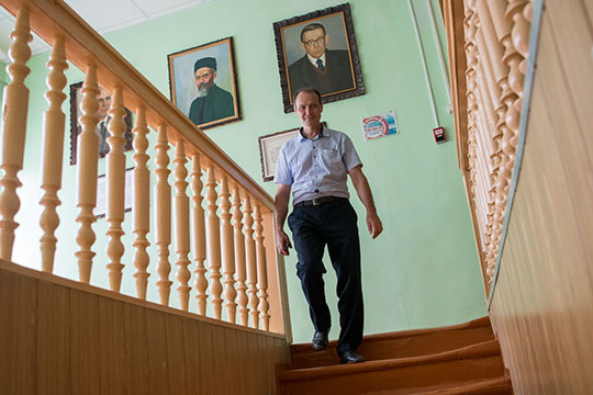 Раис Ганиев: «Из-за ЕГЭ вынуждены предметы преподавать нарусском языке»