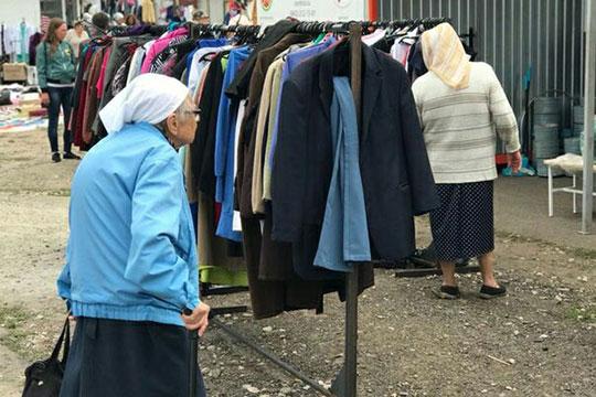 Ещё, унас впланах установка контейнеров для сбора одежды вместах наибольшего скопления людей, аименно вторговых центрах города