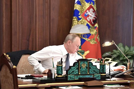 «Владимиру Путинукак политическому деятелю приходится сидеть нанескольких стульях»