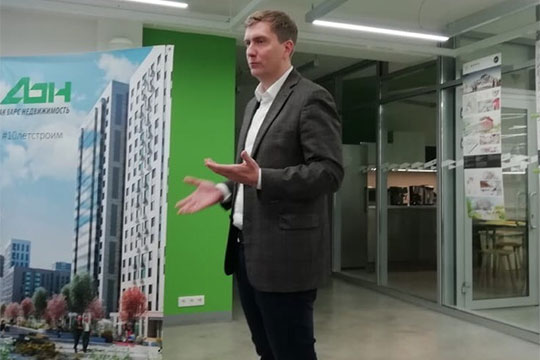 Сергей Ураков:«Унас уже 4 школы внаших жилых комплексах построено. Ивот мыподнимаем вопрос— может быть, это сделать как-то по-новому?»