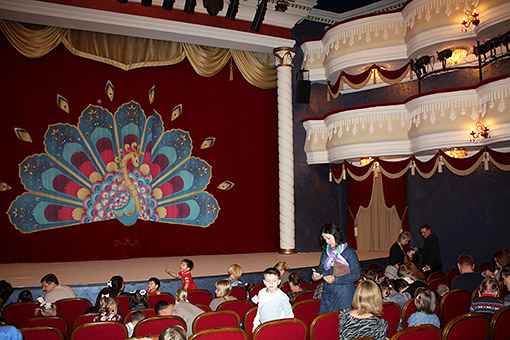 Обрусевший «Әкият»: почему театр кукол лишил детей Нового года на татарском?