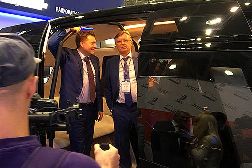 Беспилотный «Шатл», разработанный совместно с НАМИ, Когогин представил в августе 2016-го на московском автосалоне — машину он позиционировал, как предназначенную для пассажирских перевозок и для логистических услуг