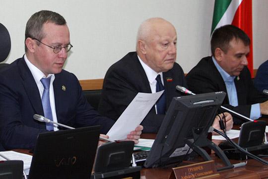 Александр Груничев (слева)