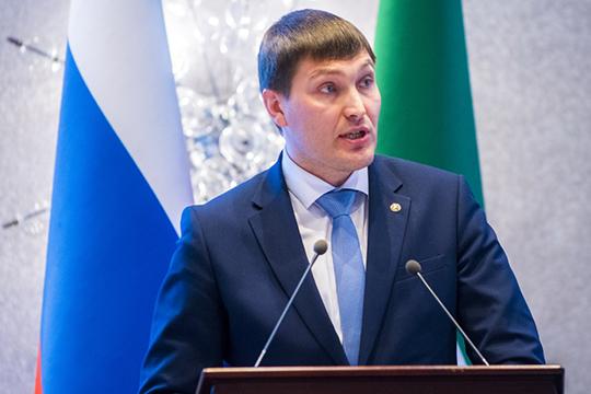 Кнемалому удивлению собравшихся, свой отчет обитогах работы комитета Иван Гущин начал нататарском языке