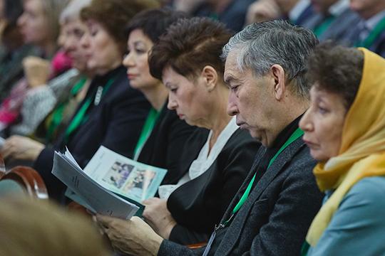После эмоциональнойречи Аминова съезд окончательно перешел вформат выявления язв журналистикивТатарстане, разбавленногопроцедурными вопросами
