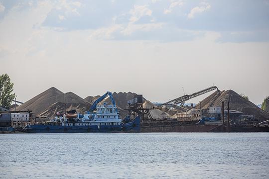Понастоянию властей покупатели перечислили «Татфлоту» 60млн рублей авансом воплату принадлежащих компании нерудных строительных материалов (песка)