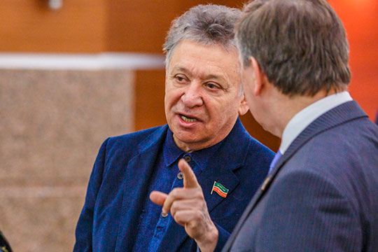Руководством агентства неоднократно были предприняты попытки связаться с Рауфалем Мухаметзяновым для разъяснения сложившейся ситуации, однако директор театра уклонился от разговора