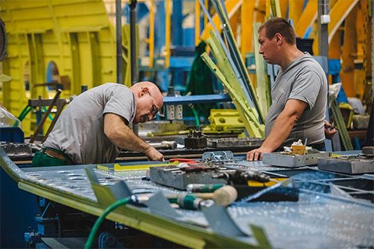 «Зарплата— неключевой фактор. Если смотреть нарегионы, тоона наКВЗ конкурентоспособна иплатится стабильно. Задача— привлечь людейбольшими делами»
