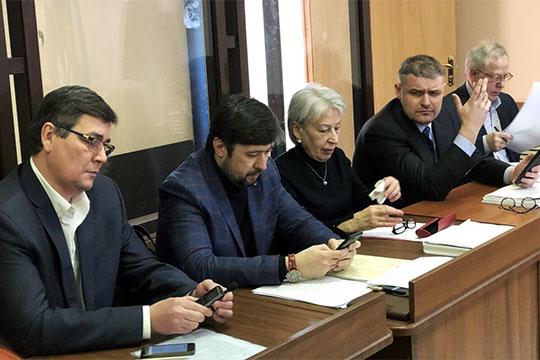 Адвокаты еще во время процесса просили провести выездное судебное заседание и предоставить оборудование на экспертизу