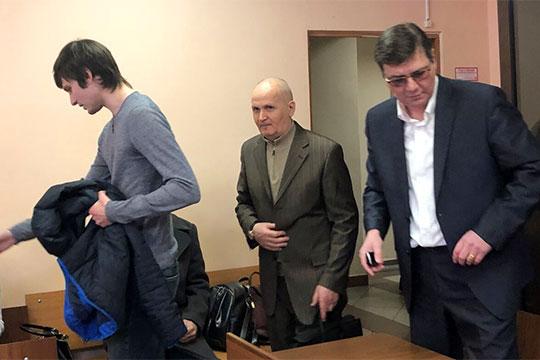 Научными расчетами, исследованиями и экспериментами должен был заниматься институт, а сборку конструкции отдали Исрафилову (в центре)