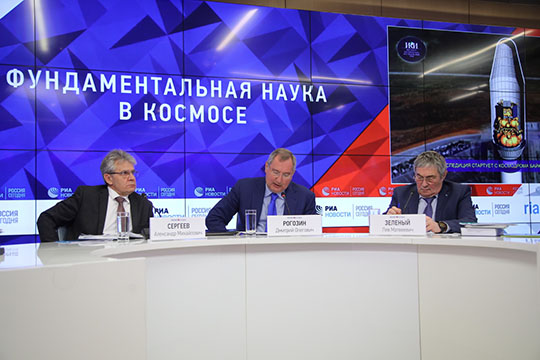 Еще одна амбициозная цель Роскосмоса, окоторой Рогозин, пожалуй, говорил подробнее всего,— лунная программа, концепция которой была принята вконце 2018 года советом РАН покосмосу