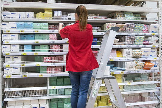 Маркетологи «Эдельвейс Логистик» занимались продвижением товара (реклама, специальная выкладка, исследования потребительского спроса и т. п.) и в других торговых точках