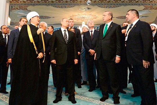 Первое место втоп-50 татар Москвы достается Равилю Гайнутдину.При нем прошла реконструкция Московской соборной мечети, наоткрытие которой приезжали Владимир Путини Реджеп Тайип Эрдоган