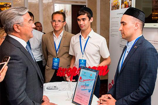 Заместитель татарстанского полпреда вРФЭмиль Файзуллин был назначен наэтот пост недавно, доэтого ондолгое время возглавлял совет молодежи при полпредстве
