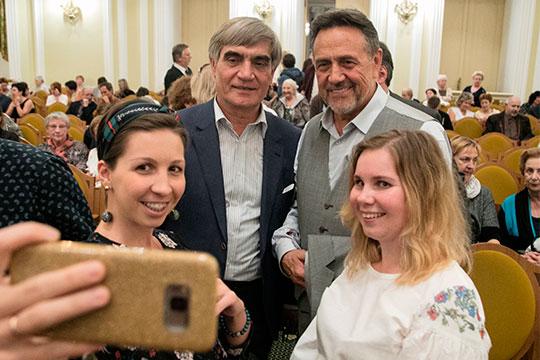 Рената Ибрагимова можно называть по-разному: «наше все», «золотой голос», «татарский Кобзон»