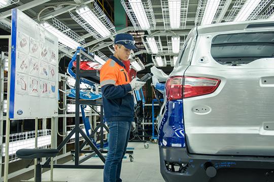 Производство двигателей вЕлабуге иавтомобилей вЧелнах уже остановлено, аработники внастоящее время занимаются консервацией оборудования. Все три завода Fordнамеревается продать