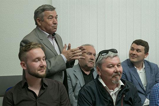 В рамках диалога с залом взял слово и лауреат госпремии им. Г.Тукая, писатель Камиль Каримов, который рассказал, что литература и искусство — это как братья-близнецы, но бюджет у них почему-то разный
