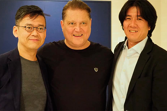 С членом совета директоров продюсерского центра AMATI Юджи Араи