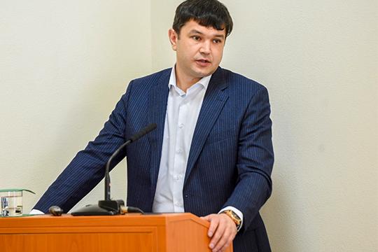 ИльдарГилемханов откровенно заявил: во-первых, сосбытом итак проблем нет, аво-вторых, сгосзакупками бизнесмен несвязывается, так как бюрократические препоны мешают