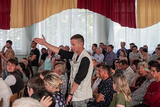 В 84-й школе поселка Дербышки накануне прошла очередная встреча проектировщиков генплана Москвы и представителей администрации Казани с жителями поселка Дербышки