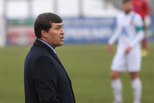 Присмотреться к «Нефтехимику» казанским болельщикам нужно и потому, что их главный тренер Юрий Уткульбаев в перспективе может занять аналогичный пост в «Рубине»