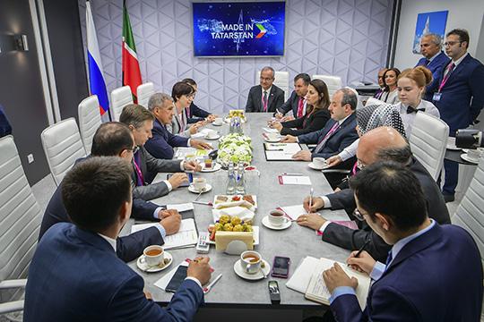 Миннихановнапротяжении последнего времени занимался активно лоббированием интересов инвестора, решившего обосноваться в«Алабуге» иповерившего вроссийский рынок