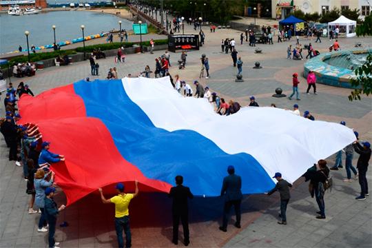 «Все, что угодно, но Крым не должен быть российским, потому, что просто на Западе не дадут нам житья. Будут давить извне, и денег Крым из российского бюджета будет выкачивать больше, чем все остальные регионы»