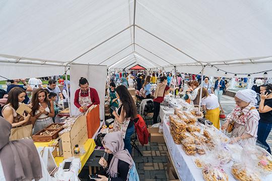 Двухдневный фестиваль татарского дизайна и городской культуры «Печән Базары» открыл сегодня культурную программу WorldSkills Kazan 2019