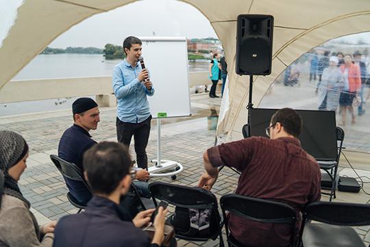 Завтра пройдет дискуссия «Почему татарские парни не женятся», сказал «БИЗНЕС Online» Айрат Фазрахманов, в его лектории тоже чего только нет: «Два дня подряд — 12 лекций, на татарском языке 90 процентов
