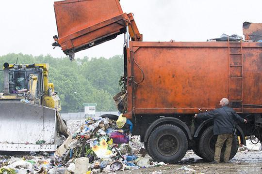 По словам Турова, он пытался обуздать «мусорных» бизнесменов, но в ответ на него возбудили уголовное дело