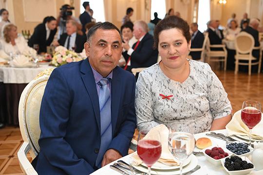 Равиля ФахрутдиноваизАрского района вместе ссупругомФанисомвоспитала пятерых детей