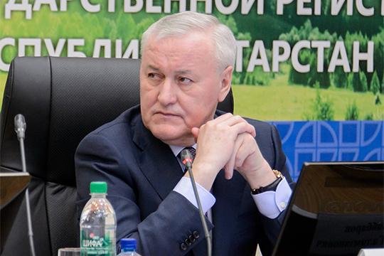 Известно, что отец Марата Зяббарова, глава Росреесстра по РТ Азат Зяббаров (на фото), весьма дружен с Миннихановым