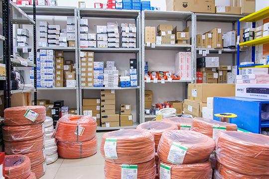 Динамичное развитие технологий вынуждает строго контролировать ассортимент товаров на складе. Как правило, он состоит только из оперативного запаса, который не реже, чем раз в полгода обновляется