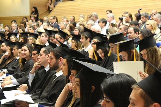 По образному выражению одного из выпускников, МВА — «это школа, где умных учат не быть бедными». Основной контингент выпускников MBA — менеджеры высшего звена или те, кто претендует в ближайшее время на такую позицию