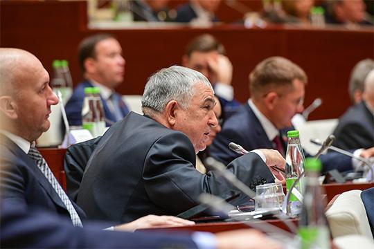 Хафиз Миргалимов сравнил инициативу псковчан с инициативой калужчан «о какой-то Угре», чем вызвал у депутатов попытку аплодисментов