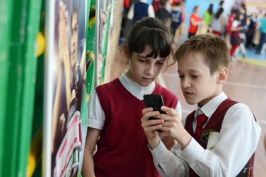 «Родители ошибочно думают, что сделав ребенка популярным, например, купив ему Iphone, они решат проблему»