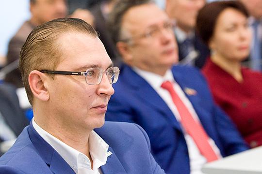 Андрей Кузьмин празднует победу. АО «Татмедиа» выиграло частоту 98,6 МГц FM для радио «Китап»