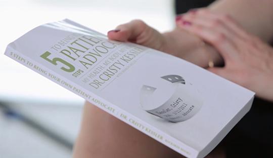 Заэти годы борьбы сболезнью, Кристи четко поняла исформулировала пять шагов навстречу своему здоровью ихорошему самочувствию, окоторых затем написала книгу