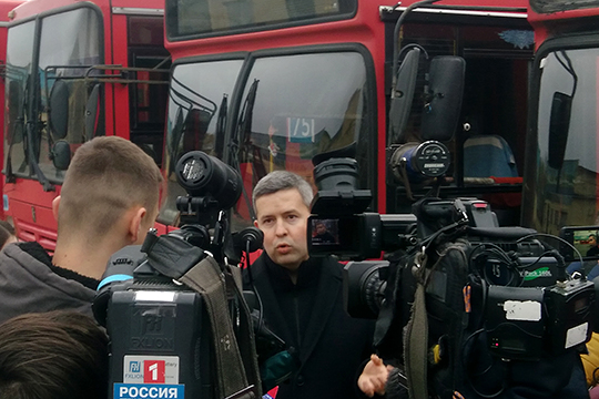 Председатель Ассоциации АТП РТ Сергей Темляков объяснил, что с 2020 года 12-часовой рабочий день будет вне закона, и одну смену придется поделить между двумя водителями, что резко обострит кадровый голод
