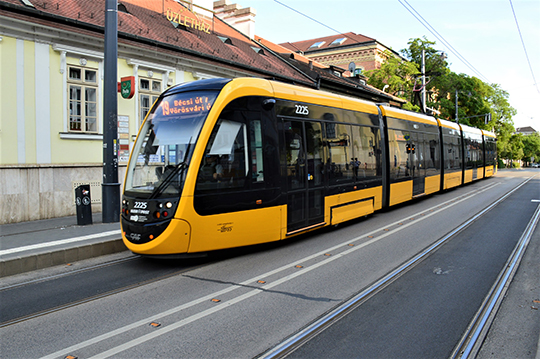 Низкопольные сочлененные трамваи испанской компании CAF