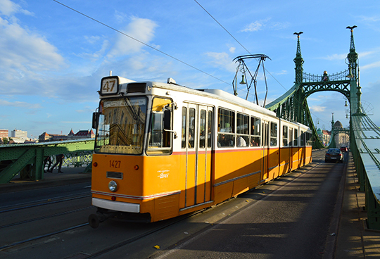 Трамваи венгерской марки Ganz на мосту Свободы