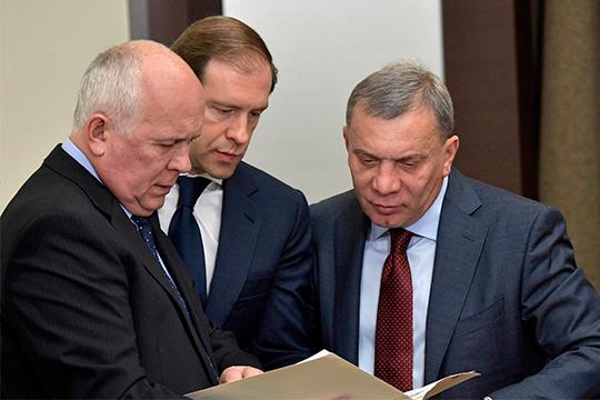 Сергей Чемезов (слева) доложил президенту РФ о 300 млрд рублей долговОбъединенной авиастроительной корпорации, а Юрий Борисов (справа) предложил списать оборонке 700 млрд из 2 трлн рублей задолженности по кредитам