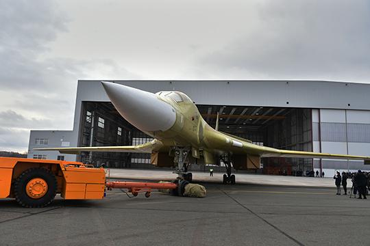 Сегодня уКАЗа есть только один серийный заказ (2018 года) нановые самолеты— к2027-му ондолжен построить десять стратегических ракетоносцев Ту-160М.Плюс завод вгод сдает поодному-два специальных Ту-214. И это все