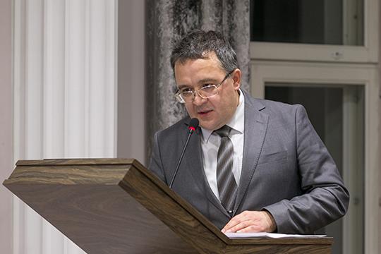 Рамиль Садриевпредложил довольно необычный вариант финансирования событий: путем создания сети социально-ориентированных творческих некоммерческих организаций, которые ведут свою работу засчет получения федеральных грантов