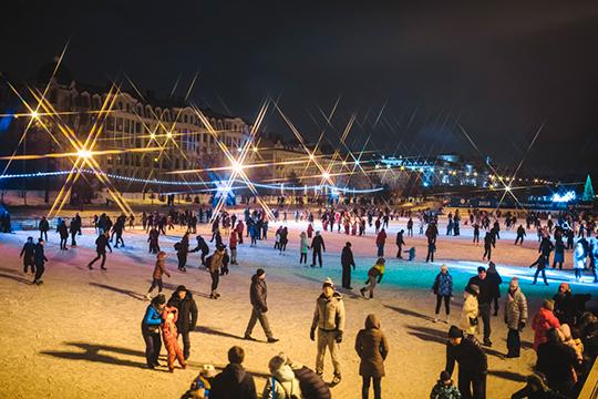Ожидается, что в зимнем сезоне 2019-2020 в Казани организуют работу 9 крытых и 10 открытых катков с пунктами проката более 3,3 тыс. пар коньков, а также 78 хоккейных коробок и восьми освещенных лыжных трасс