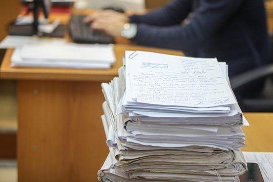 Судебное заседание в понедельник началось с приобщения документации