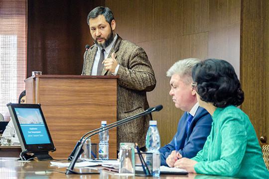 Коробченко предложил обсудить создание в Челнах транспортной ТОСЭР и ОЭЗ, ведь в автограде сложился своего рода транспортный кластер федерального масштаба — здесь зарегистрировано порядка 10 тысяч «фур»