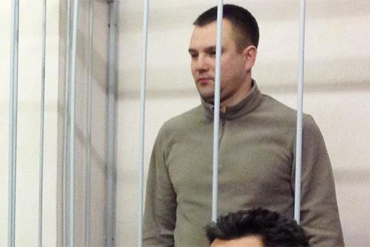 В 2013 году сотрудники отдела по борьбе с незаконным оборотом наркотиков задержали Олега Кучаева. Через полгода появилось уголовное дело в отношении начальника УВД Казани Руслана Халимдарова (на фото) и его коллег